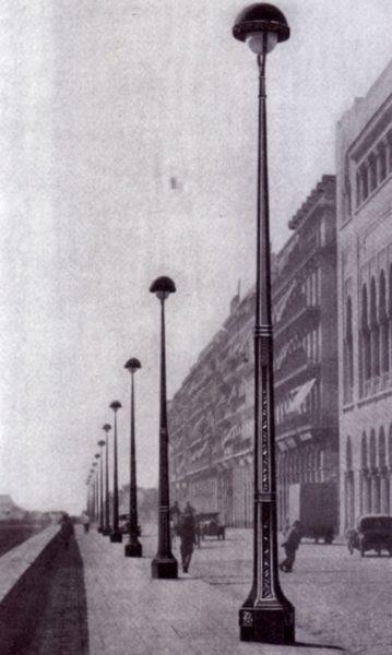 lampadaire de rue ancien de paris dans un magazine