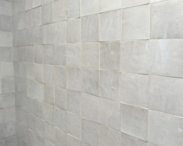 mur de zelliges blancs