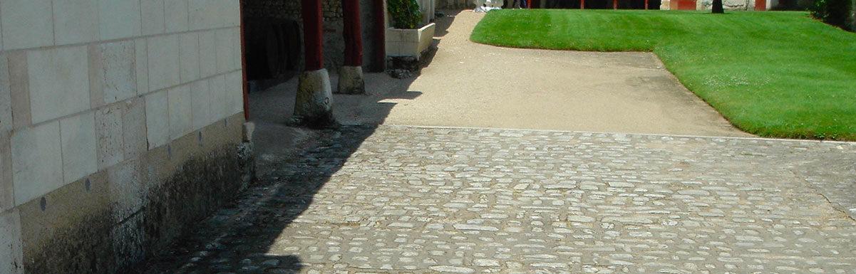 paves anciens en grès au château de chenonceau