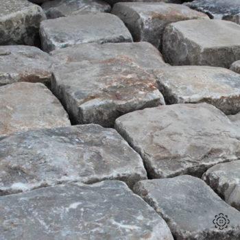 pavés anciens en gres de versailles bca similaire chenonceau