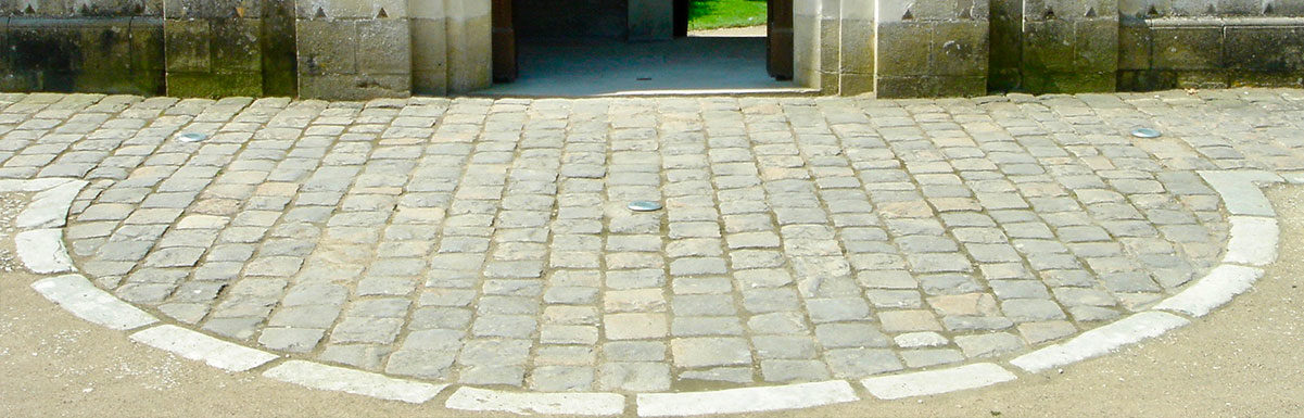 pavés anciens devant l'orangerie au chateau de chenonceau