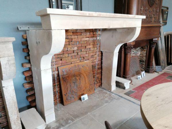 cheminée ancienne campagnard avec jambage galbé