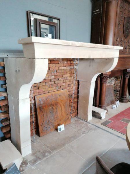 cheminée ancienne campagnard avec la particularité jambage galbé