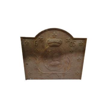 plaque de cheminée avec fleur de lys et couronne