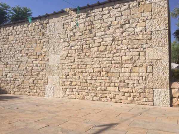parement murale beige en pierre moellon calcaire