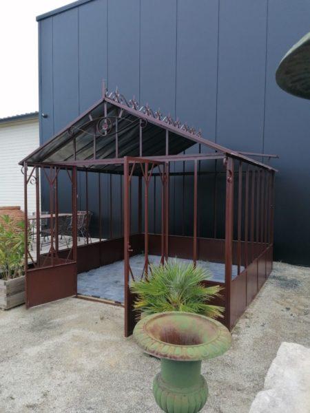 serre en métal de jardin ancien couleur marron