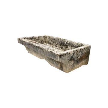 grand lavoir ancien en pierre calcaire
