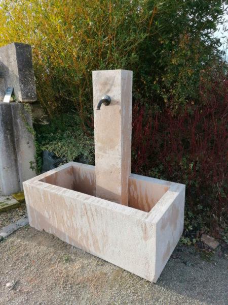 grande fontaine avec son bac et sa colonne de chez BCA matériaux
