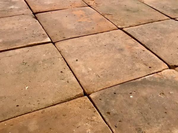 carreaux de tomettes antique en terre-cuite