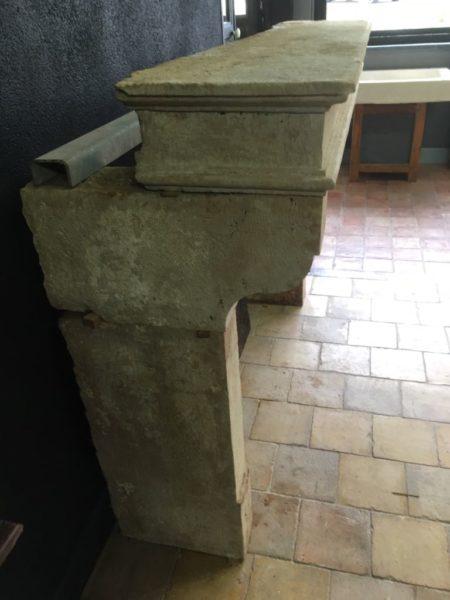 Couleur crème de la cheminée ancienne
