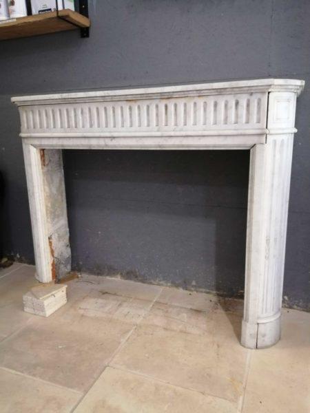 cheminee de marbre blanc en matériaux anciens