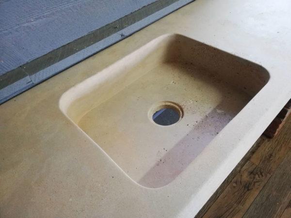 détails de l'égouttoir de l'évier de grande taille beige