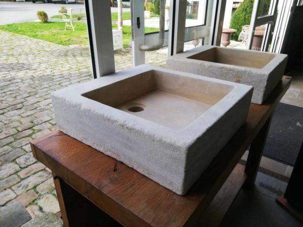 évier en pierre mera beige adouci de forme carré vue de profil