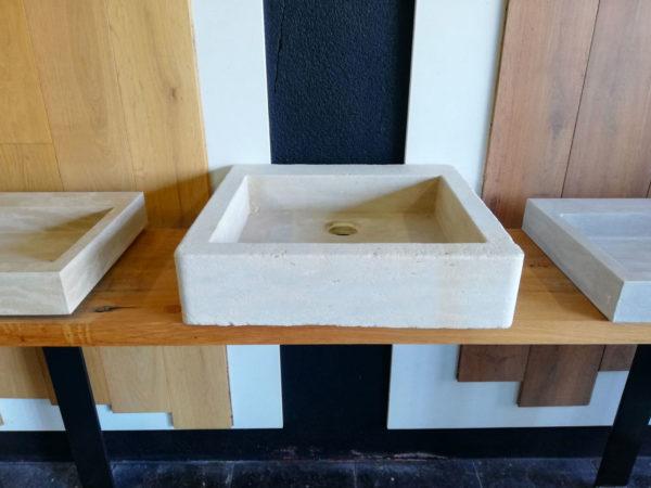 photo de l'évier en pierre naturelle mera beige adouci vue du centre