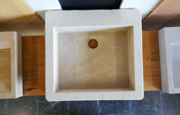 photo de l'évier en pierre naturelle mera beige adouci vue de hauteur