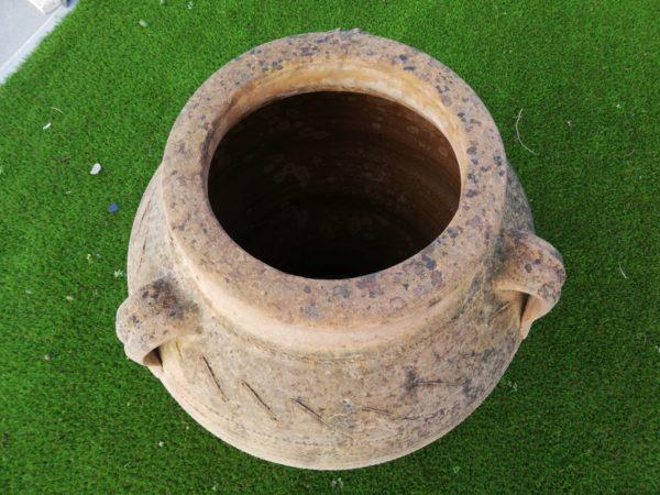 jarre en terre cuite avec son diamètre intérieur