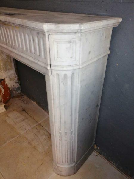 profil de la cheminée en marbre blanc de recuperation
