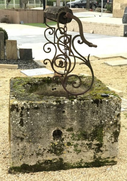 puits français ancien du XVIIIè siècle