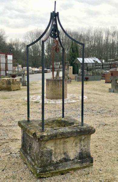 superbe puits ancien à 4 pieds