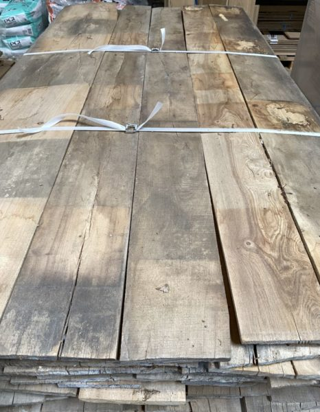 bois d'orme de récupération d'une ferme