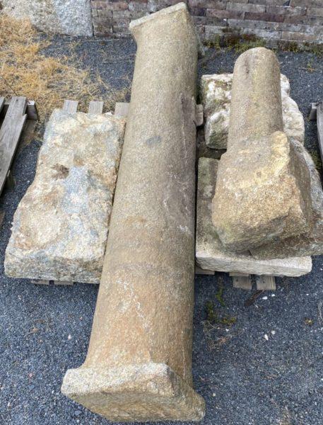 colonne ancienne en granit beige