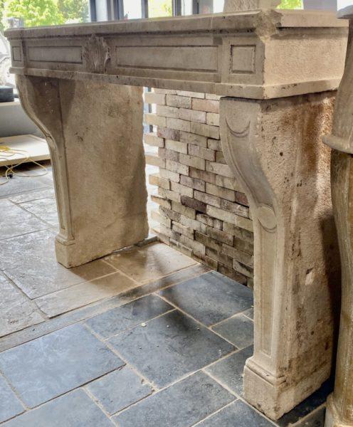 cheminée ancienne en pierre calcaire régence