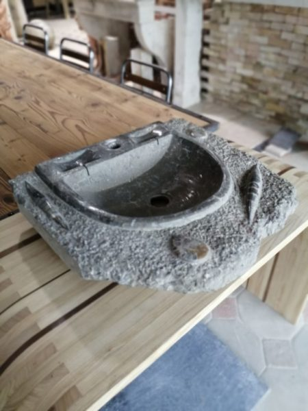 lave main atypique en pierre