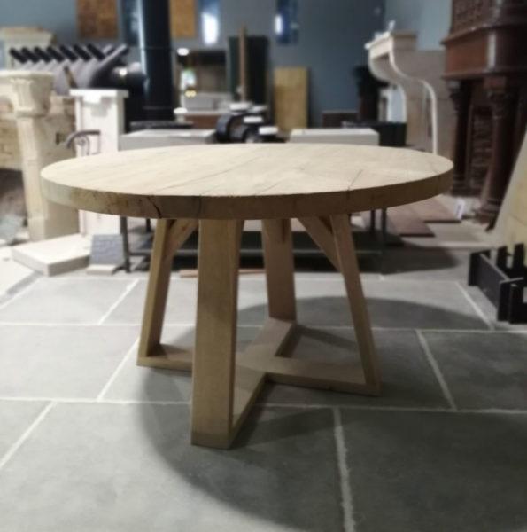 table ronde en chêne brossé dans notre showroom