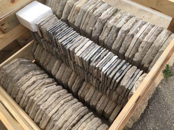 détail de la palette en dalle calcaire ancienne