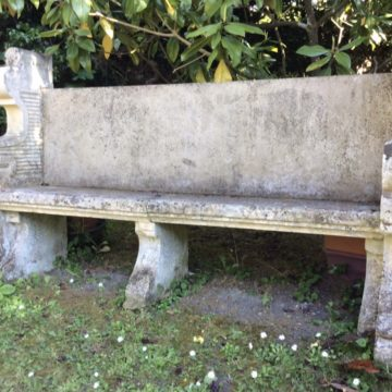 banc antique en pierre du chateau du Grand Launay