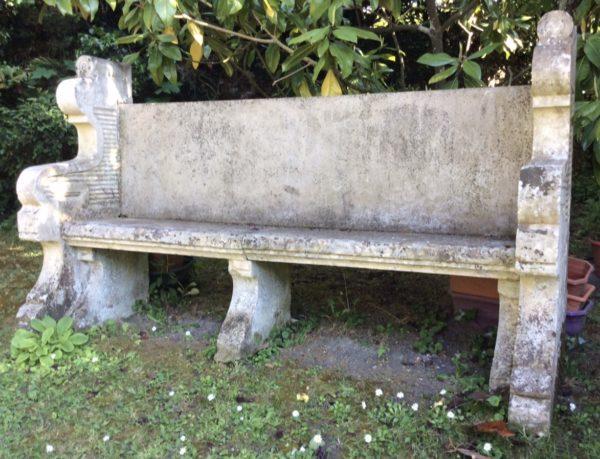 banc antique en pierre du chateau du Grand Launay