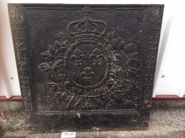 plaque de cheminée avec médaillon couronné
