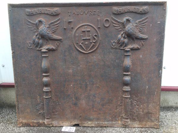 plaque de cheminée ancienne avec colonnes d'Hercule