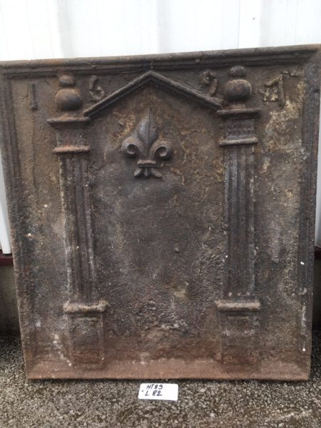 plaque de cheminée datée du XVIIème siècle