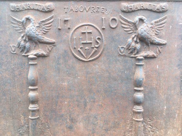 Détails de la plaque de cheminée ancienne