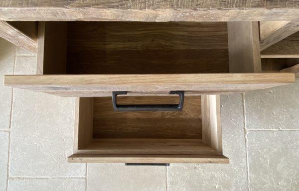 intérieur du tiroir de la commode
