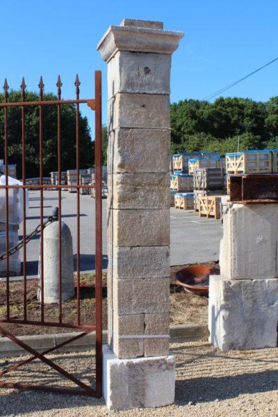 paire de piliers antique ancien en calcaire