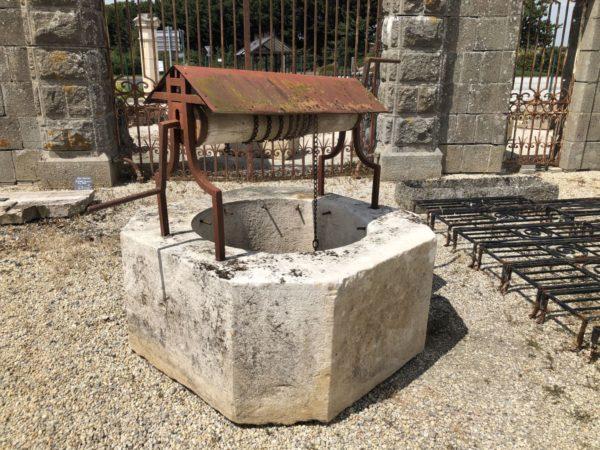 puits en pierre ancien