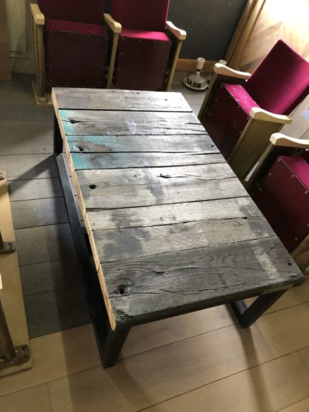 table ancienne avec tarverse