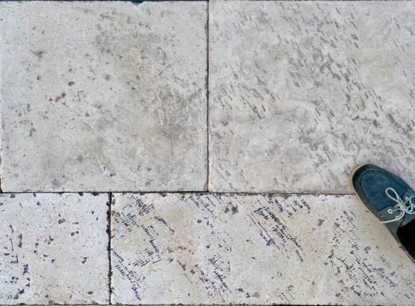 dallage en pierre naturelle vieilli