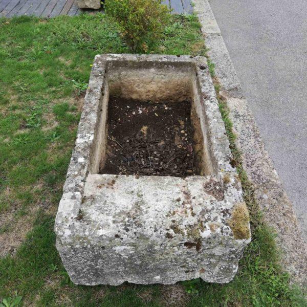 Vue du dessus du petit lavoir ancien