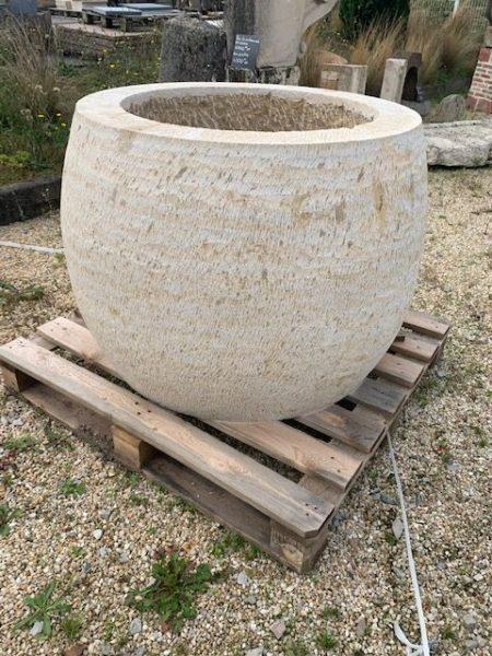 ponne neuf en pierre calcaire