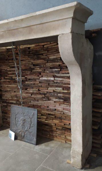 cheminéee ancienne de style campagnard