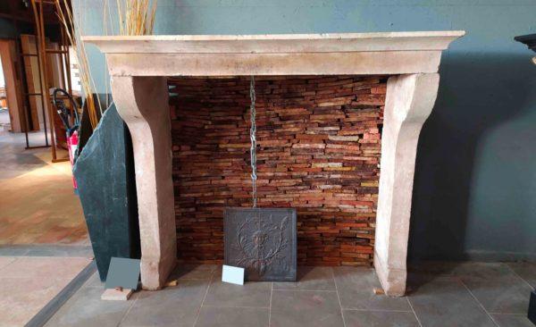 cheminée campagnarde de style ancien