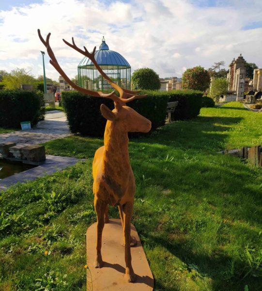 réédition d'une statue d'un cerf