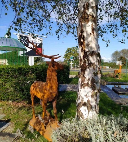 statue neuve d'un cerf decoratif