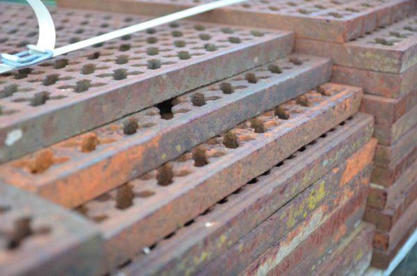 stock des grilles en fonte décoratives