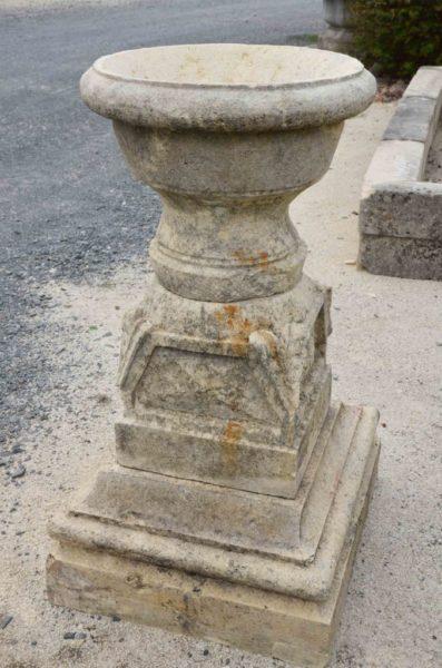 Vase ancien sur la partie supérieur