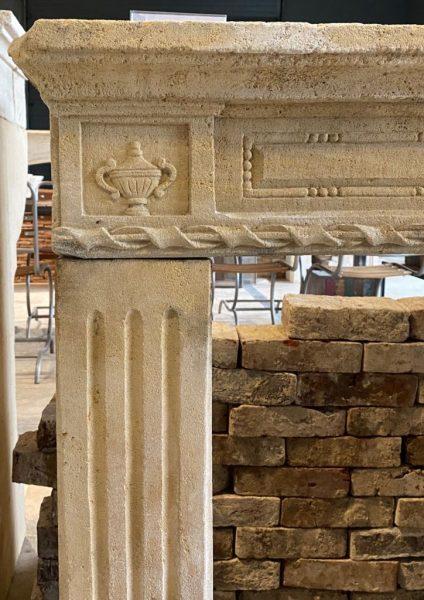 Détails des sculptures de la cheminée ancienne