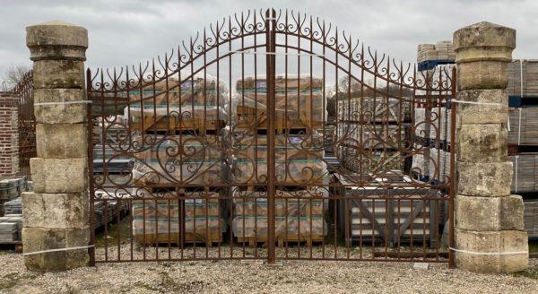 portail avec nos piliers anciens